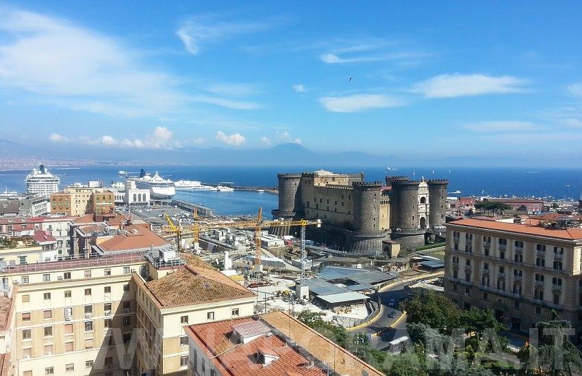 Napoli - Il Maschio Angioino dalla terrazza dell\'Hotel Mediterraneo ...